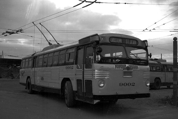 """Detroit """"Trackless Trolley"""""""